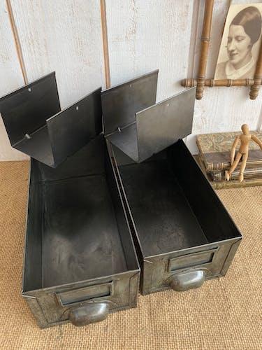 Paire de tiroirs industriels avec intercalaires