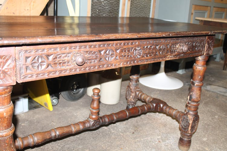 Dining table from the 18/19th century