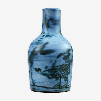 Vase émaillé bleu et vert à décor incisé d'animaux stylisés