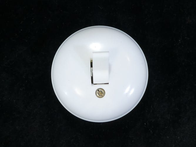 Interrupteurs va et vient '' en plastique blanc vintage