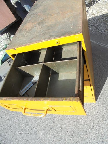 Meuble d'atelier à tiroirs en métal indus