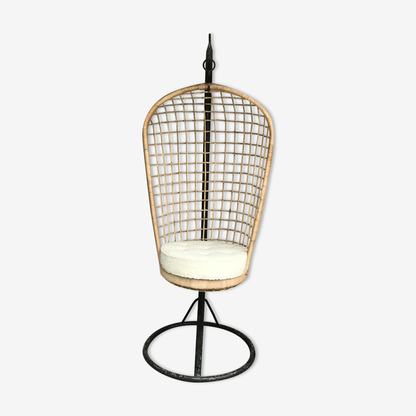 Chair suspended rattan and cushion in loop of wool