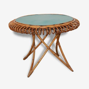 Round rattan table