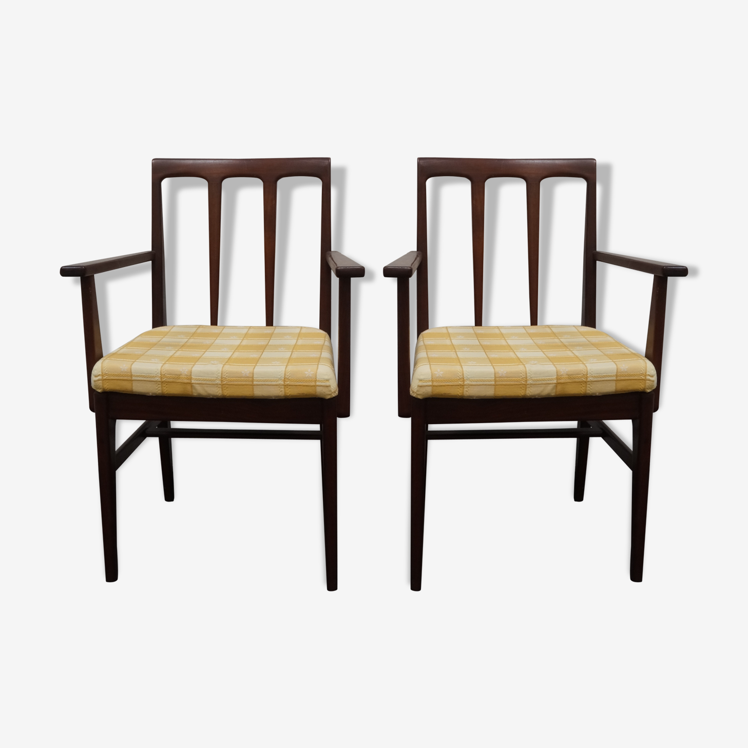 Paire de fauteuils scandinaves en teck massif