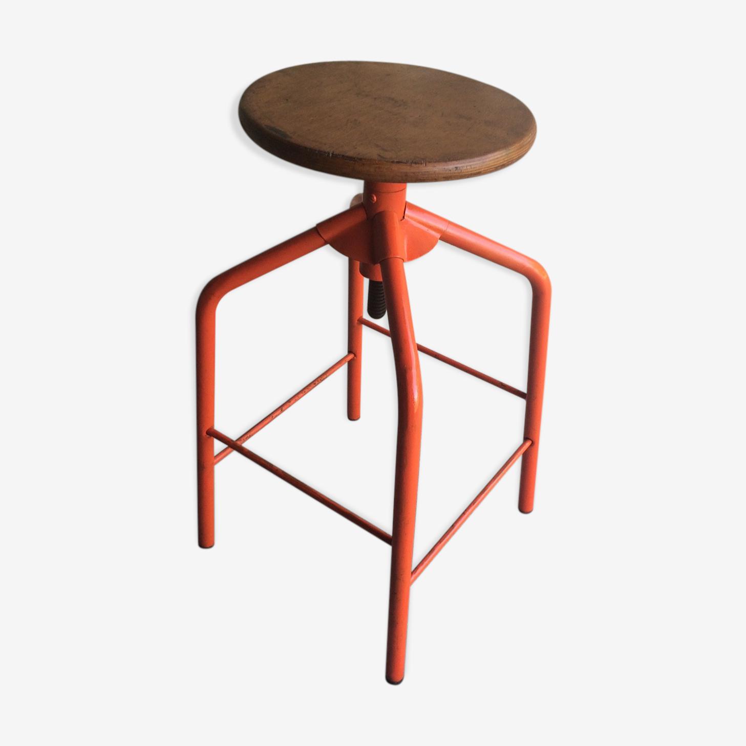 Tabouret industriel, en métal et bois avec assise pivotante des années 70