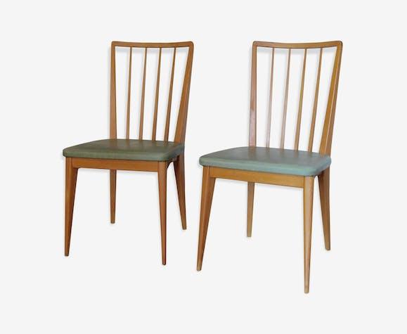 Chaises en bois et skaï vert