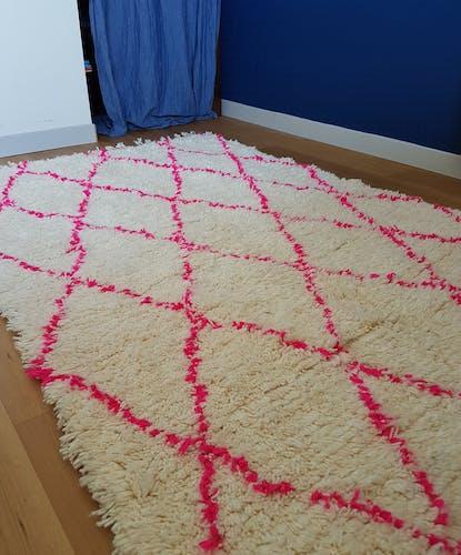 Tapis Beni Ouarain à losanges roses 140x210
