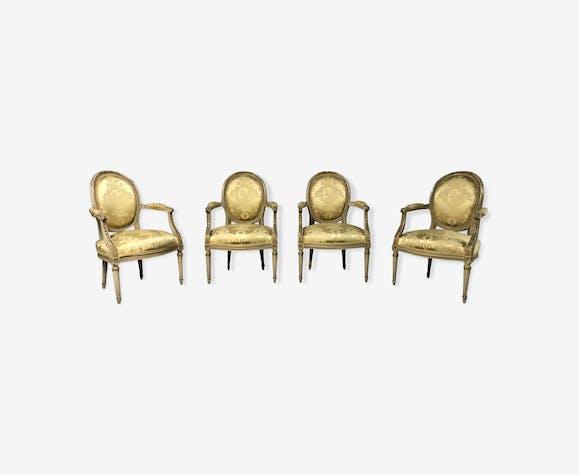 Suie de 4 fauteuils cabriolets médaillon Louis XVI