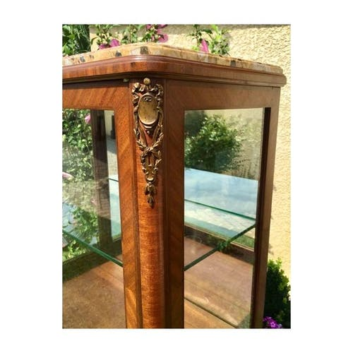 Cabinet vitrine en marqueterie & bronze style Louis XV
