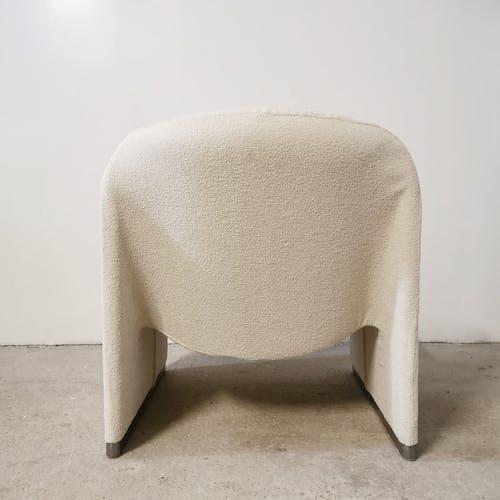 """Fauteuil et table basse modèle """"Alky"""" de Giancarlo Piretti, Castelli"""