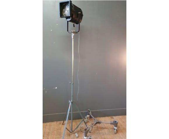 Projecteur industriel ae cremer paris d'origine sur support roulettes