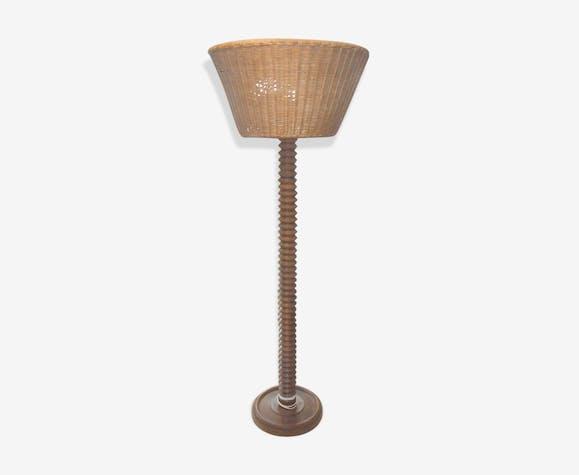 Pied de lampe en bois forme de vis et abat jour en osier