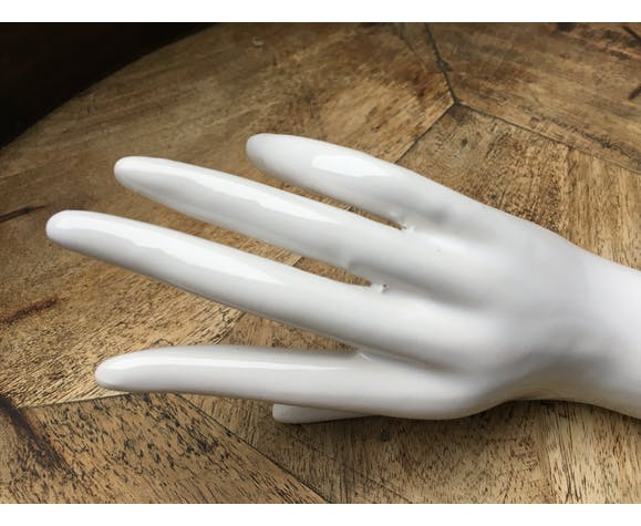 Hand white ceramic baguier