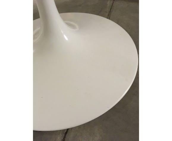 Table ronde blanche Tulipe par Eero Saarinen pour Knoll