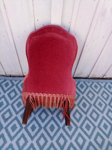 Pink velvet toad chair