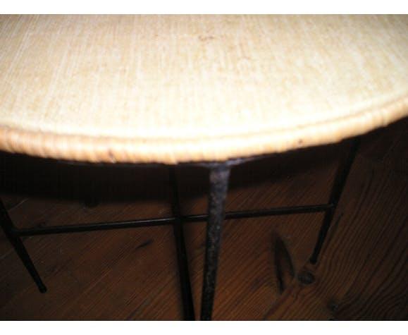 Table basse ou bout de canapé métal et rotin 1970