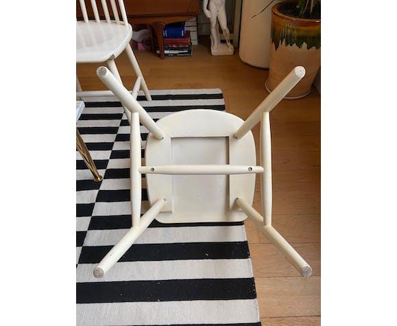 Paire de chaises scandinaves en bois blanc