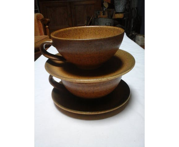2 sandstone cups with saucers