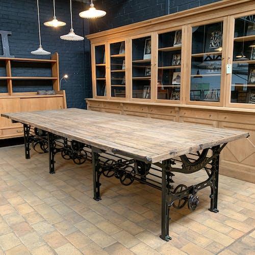 "Table industrielle "" singer "" 1901"