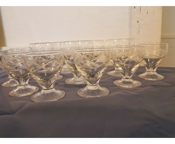 Lot of 14 crystal aperitif or digestive glasses