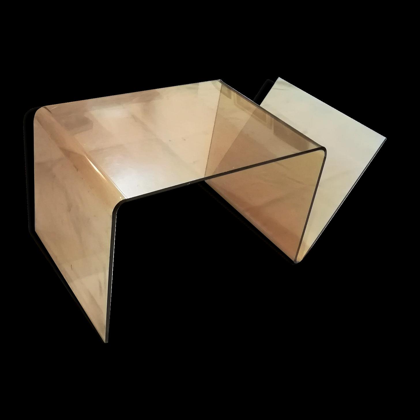 Table basse en plexiglas finest tables basses modernes hexagonales en plexiglas with table for Meuble transparent