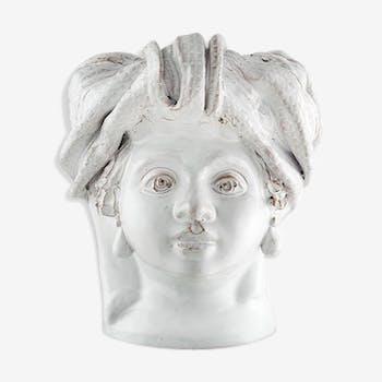 White middlehead vase
