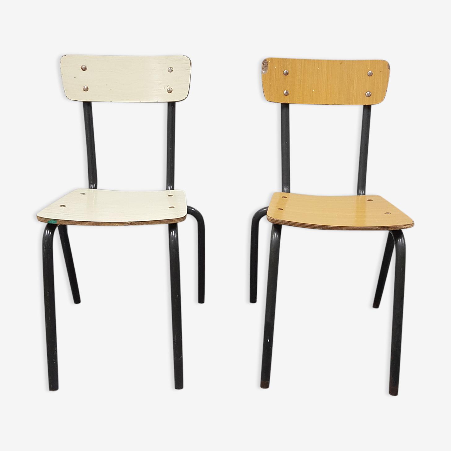 Deux chaises en formica