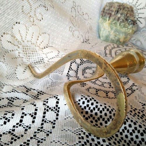 Ancien bougeoir cobra bronze doré
