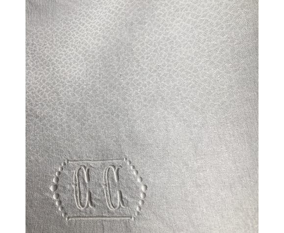 Nappe brodée double monogramme