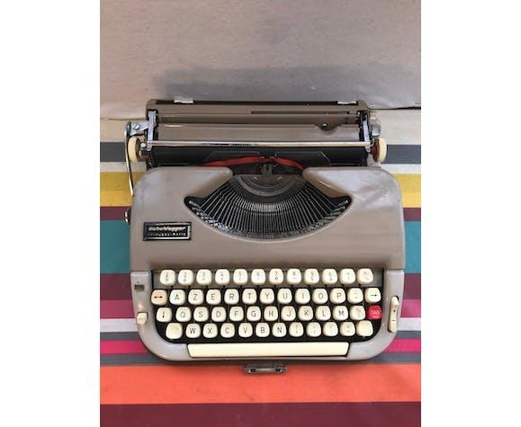 Ancienne machine à ecrire Scheidegger princess matic
