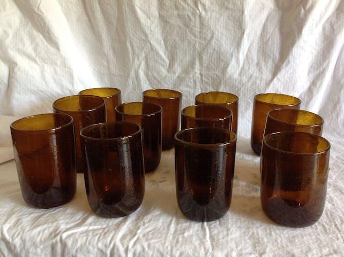 Série de 12 verres bullés ambres