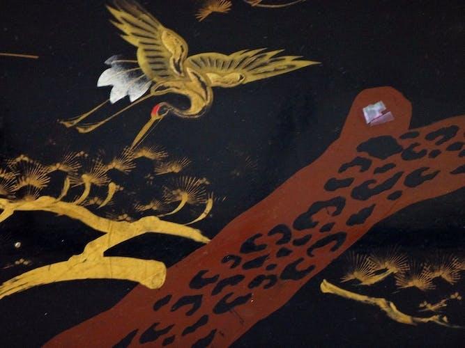 Trois tables gigognes Japon laque grue oiseaux 1900