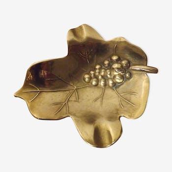 Empty pocket brass fig leaf-shaped