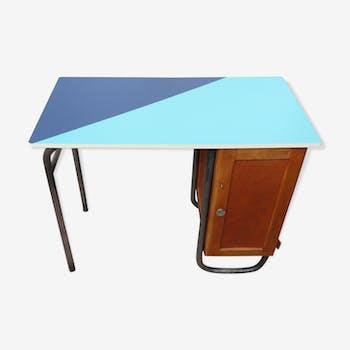 Bureau d'instituteur relooké bleu et vert des années 50