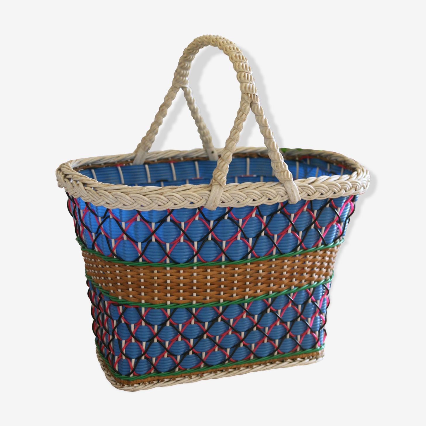 Panier en osier et fils plastique tressés multicolore, scoubidou des années 50 vintage