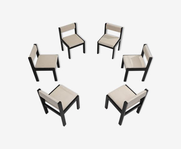 Six chaises minimalistes
