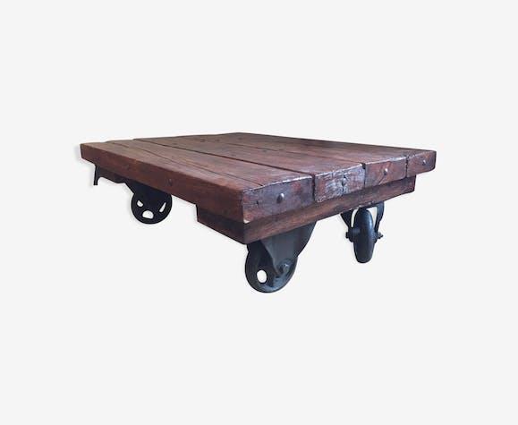 table basse industrielle ancienne bois massif roulettes. Black Bedroom Furniture Sets. Home Design Ideas
