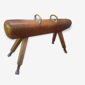 The 1940s pommel horse