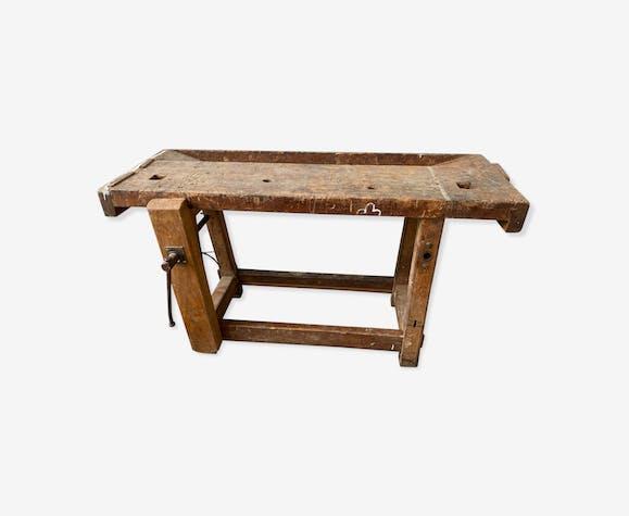 Etabli en bois avec vis